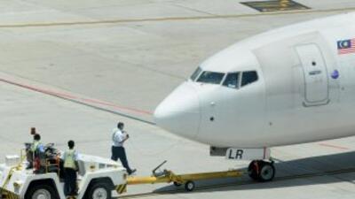 Un avión malayo de bajo costo tuvo que hacer un aterrizaje forzoso tras...