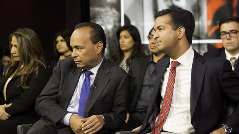 Los congresistas Luis Gutiérrez (D), Illinois, y Carlos Curbelo (...