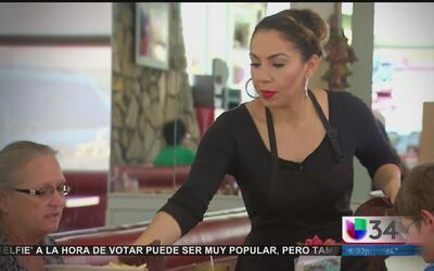 Desigualdad salarial: mujeres latinas ganan casi la mitad que los hombres