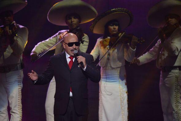 Lupillo no pudo contener las lágrimas mientras cantaba 'Yo Te Extrañaré'...