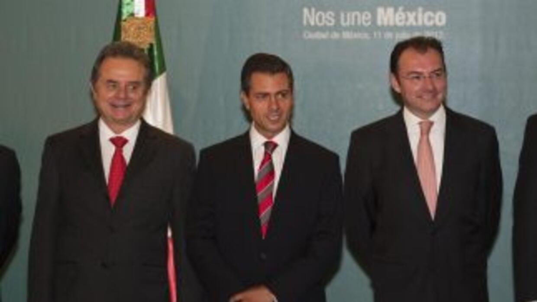 Enrique Peña Nieto y su equipo defienden el resultado en las urnas del 1...