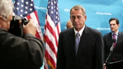El presidente del Congreso, John Boehner. Detrás de él el congresista Er...
