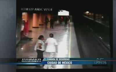 Una mujer empujó a otra contra un tren