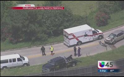 Auto chocó a un camión de guardería