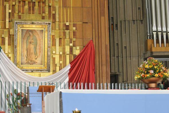 Bajo el presbiterio de la Basílica se encuentra la cripta guadalupana, q...