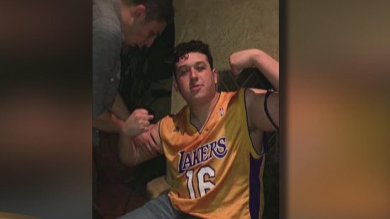 Joven de 19 años fue encontrado muerto de un tiro en la cabeza en una ca...