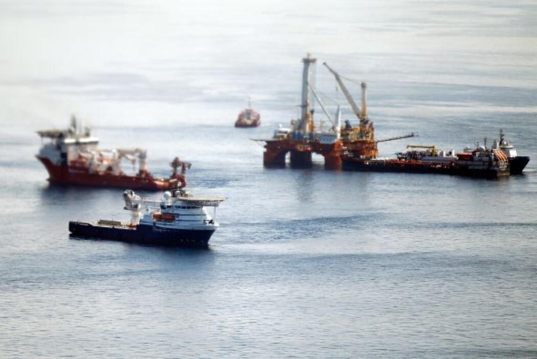 BP insiste con frenar fuga de crudo en el Golfo de México.