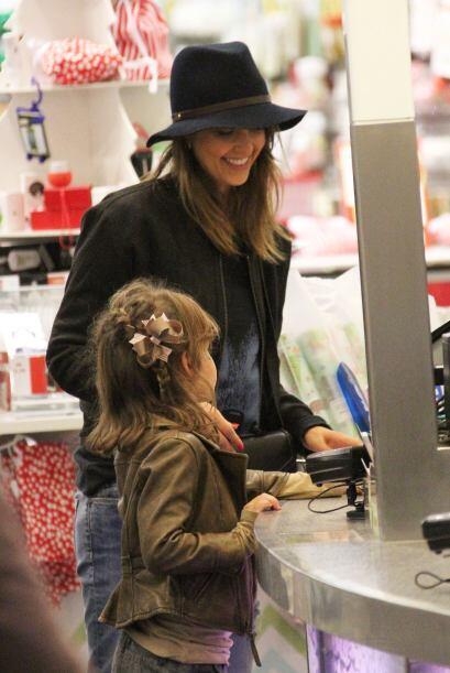 Jessica no lucía menos genial que su hija. El elemento que la hac...