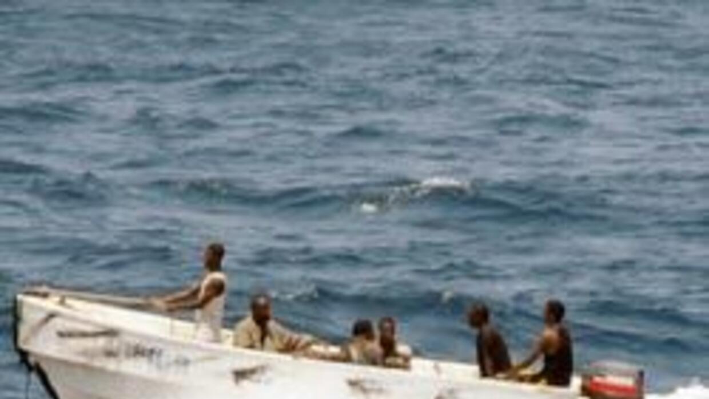 Piratas somalíes secuestraron buque cisterna que se dirigía a Estados Un...