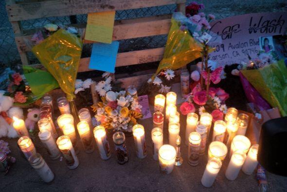 Decenas de residentes participaron en la vigilia organizada en honor a l...