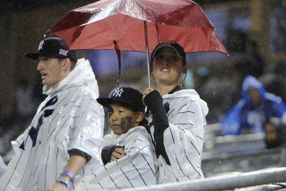Lalluvia hizo su aparición en Yankee Stadium.