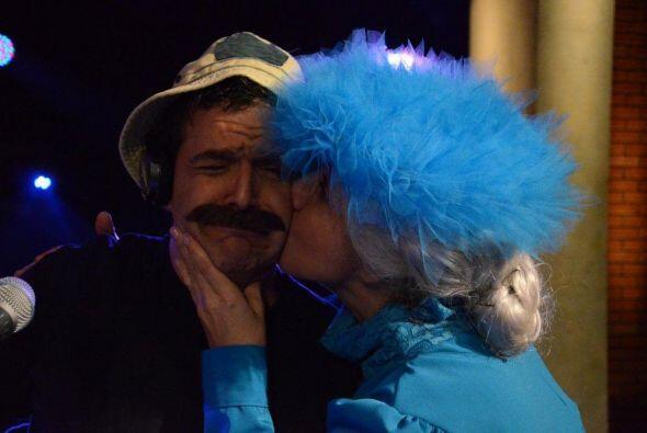 Don Ramón no se salvó del beso de La Bruja del 71