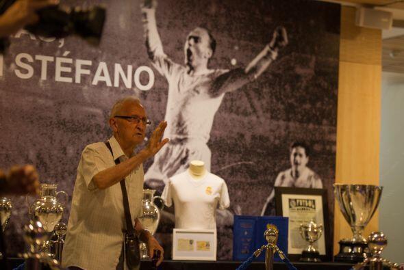 Los trofeos ganados por Di Stéfano fueron colocados en el recinto. Los a...