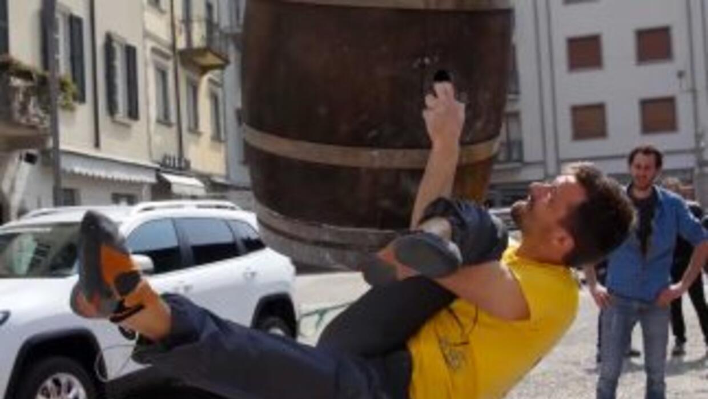 ¿Qué opinas de escalar un barril, una columna o una torre del reloj? Est...