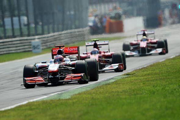 Button marcó las vueltas más rápidas en la primera mitad de la carrera,...