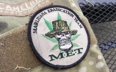 Escudo del escuadrón del Sheriff de Los Ángeles que destru...