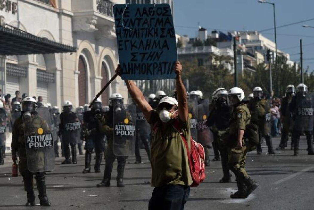 """Movilizados con lemas como """"Abajo el Gobierno y la troika"""" y """"Cuando la..."""