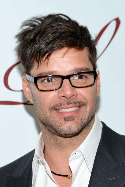 Con esos lentes Ricky se ve más interesante.