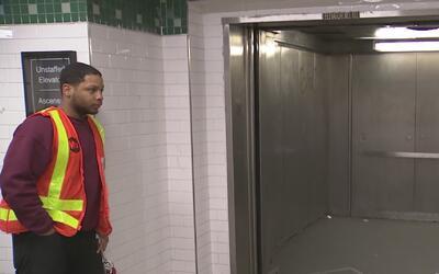 Usuarios están molestos por daños en los elevadores que conducen al tren...