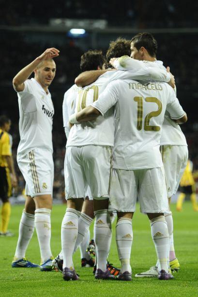 Era fiesta 'blanca' en el Bernabéu.