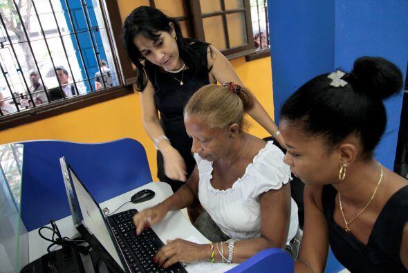 Más de 100 mil cubanos contrataron diversos servicios de Internet desde...