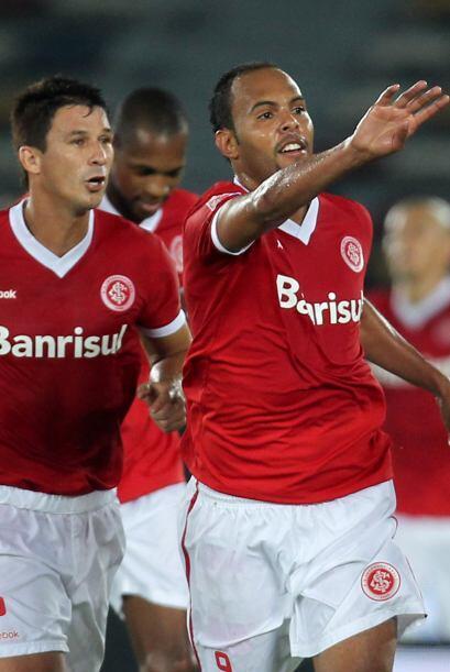 Alecsandro, figura de la Copa Libertadores 2010, convirtió 2 goles mient...