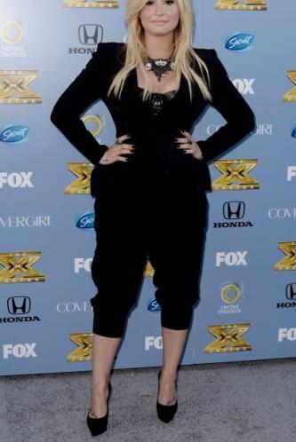 Los pantalones 'harem' no le favorecieron en nada a Demi Lovato porque l...