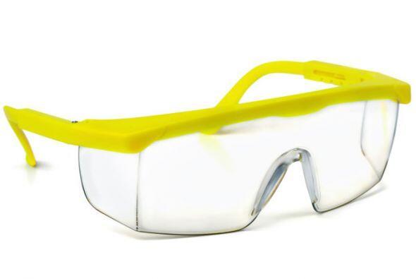 Gafas de seguridad. Es recomendable tener siempre a la mano unas gafas d...