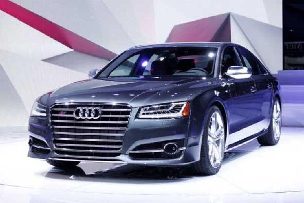 Audi aprovechó el Autoshow de Detroit para presentar el nuevo S8 crossover.