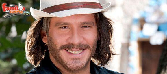 """En """"Una Familia Con Suerte"""" Pancho López fue un papá soltero que sacó a..."""