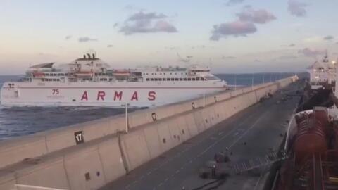 En video: Un ferry choca contra un muelle en España