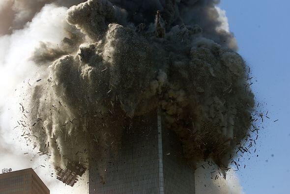 La Torre Sur se desplomó a las 9:59, como un castillo de naipes, en vivo...