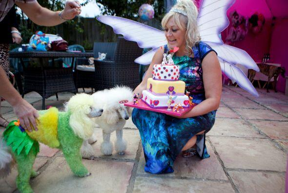 Daniela Forshaw es la 'madre' de estos perritos, que decidió festejar en...