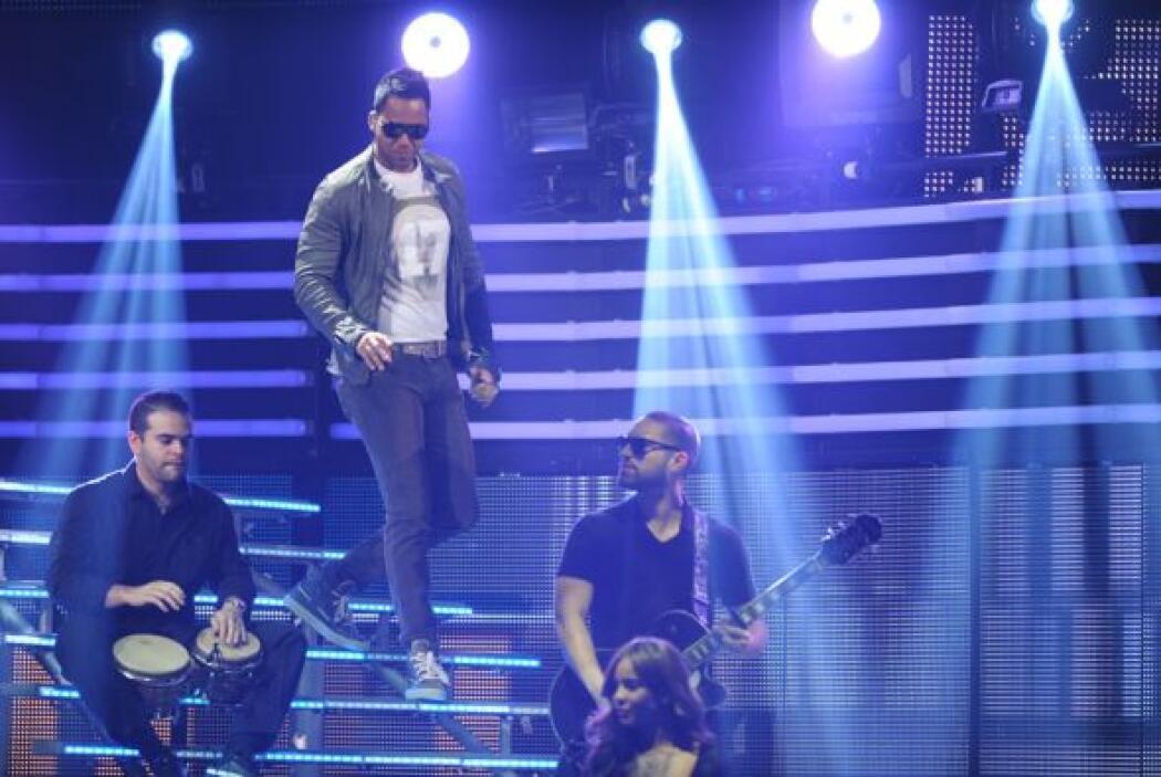 El cantante conquistó los corazones de muchas mujeres durante su actuación.