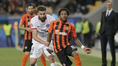 Fred en un partido con el Shakhtar Donetsk