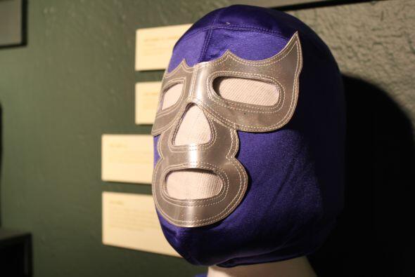 Y no sólo presenta una gran variedad de máscaras de luchadores mexicanos...