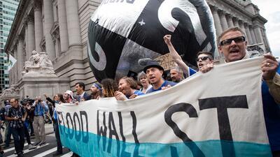 Cientos de activistas protestan contra el cambio climático en Wall Street