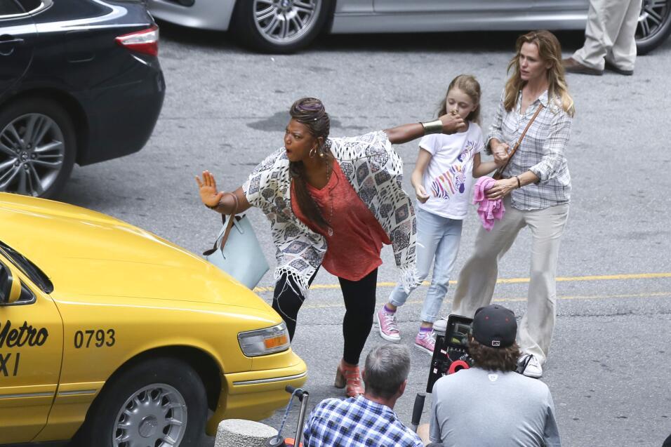 Jen Garner filma escenas junto a Queen Latifah.