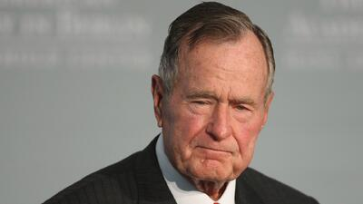 El expresidente George Bush padre fue ingresado al hospital