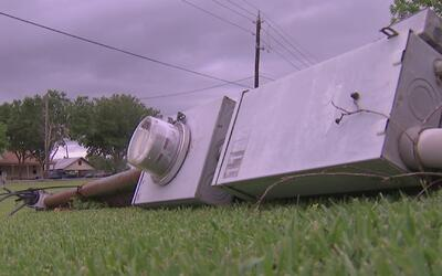 Residentes del condado Brazoria, afectados por los fuertes vientos y llu...