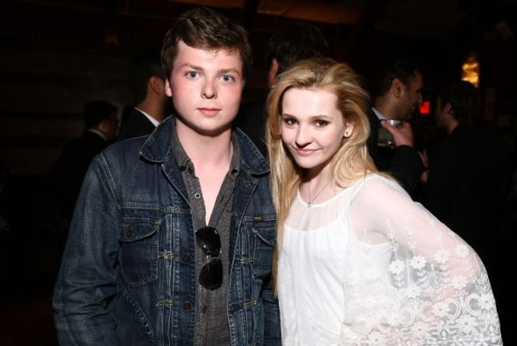 Abigail y su hermano Spencer Breslin en abril de 2011.  Aquí los videos...
