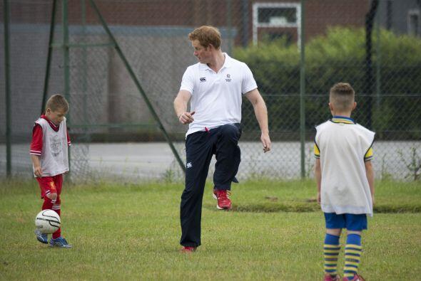 Harry comenzó como medio dando pases a los compañeritos qu...
