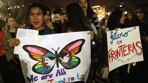 Manifestantes de la escuela secundaria Cardozo, en Washington DC, se org...