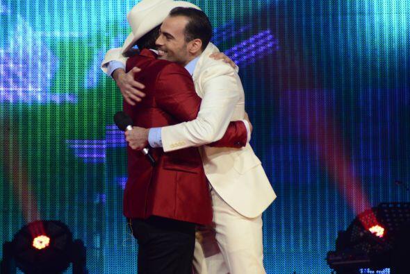 El Dasa abrazó a Arias, el primero que se va de su equipo.
