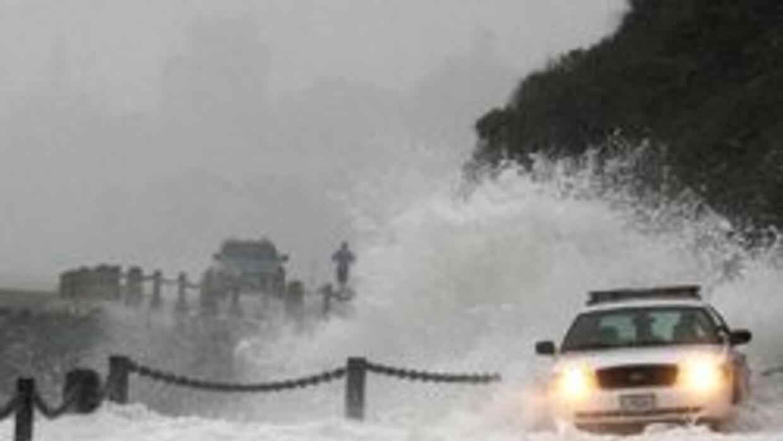 Cierran autopistas y escuelas por tormenta en el Sur de California aee0b...