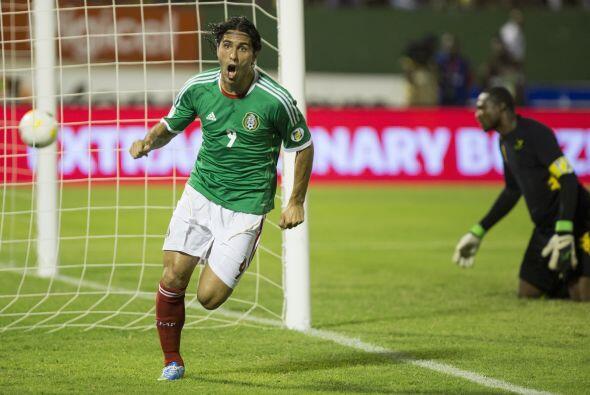 ALDO DE NIGRIS.- Por último aparece el el delantero de Chivas, un...