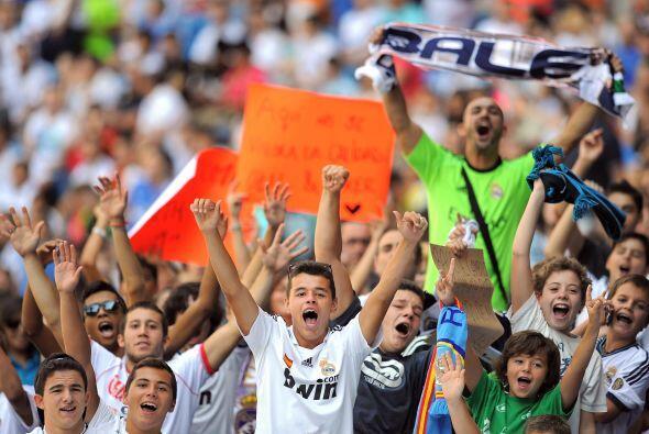 La afición del Real Madrid se volcó por segundo día seguido al Santiago...