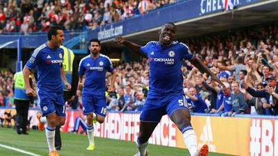 Kurt Zouma abrió el marcador en Stamford Bridge.