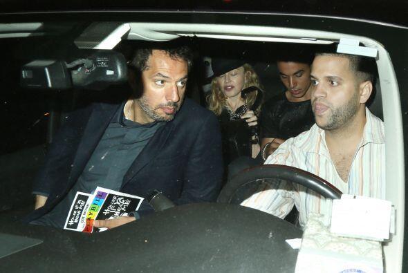 Después regresaron al auto. Mira aquí los videos má...