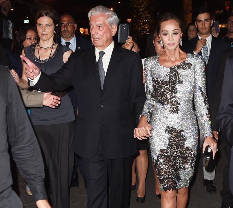 Isabel Preysler y Mario Vargas Llosa hacen público su amor.
